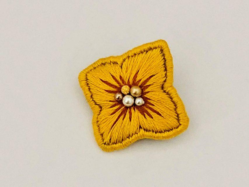 個性を彩る紫陽花のブローチ[YELLOW]