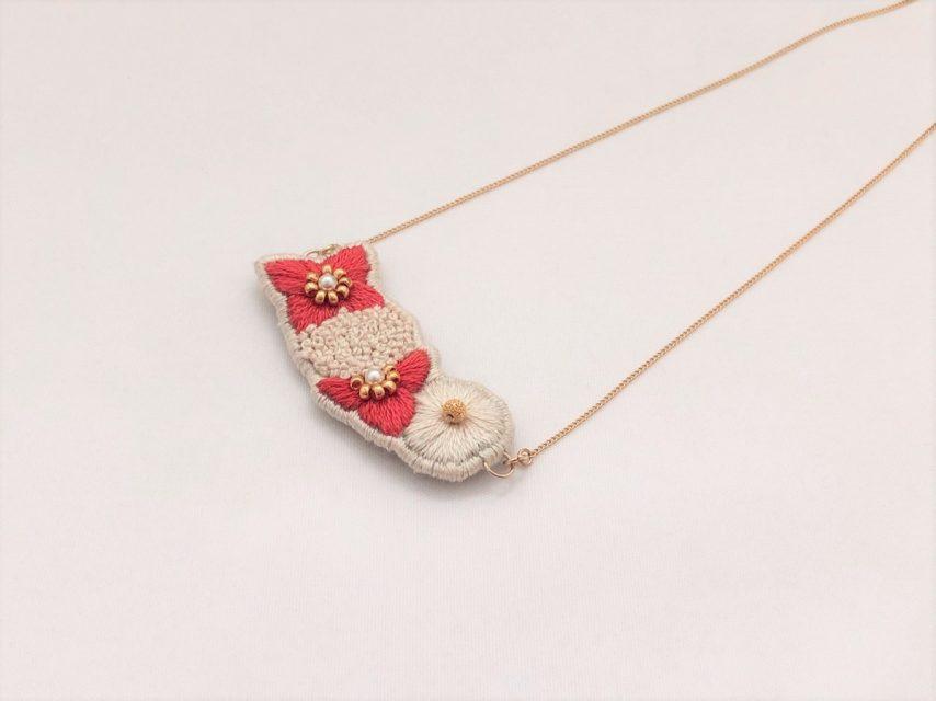 紫陽花の刺繍ネックレス[RED]