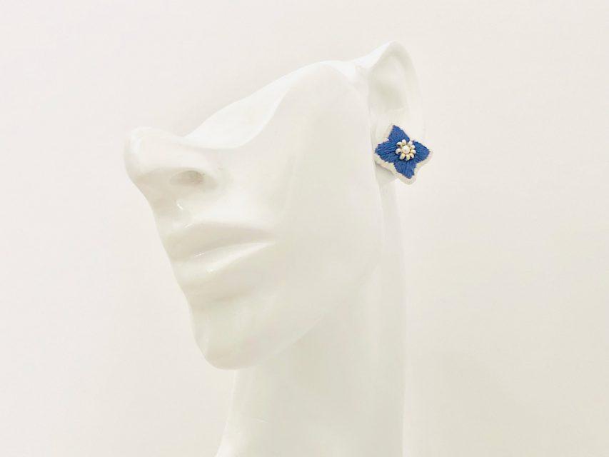 個性を彩る紫陽花のピアス[BLUE]