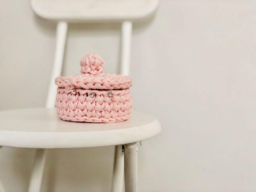 手編みのフタつきバスケット Sサイズ (ピンク)