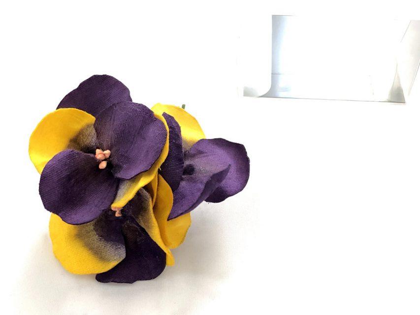 パンジー 小さな花束のコサージュ