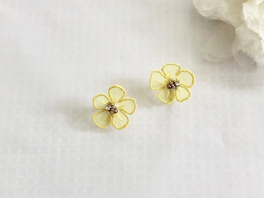 [SOLD OUT] オーガンジー刺繍 フラワーイヤリング [YELLOW]