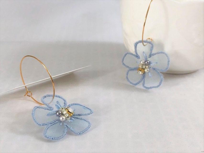 オーガンジー刺繍 フラワーピアス [LIGHT BLUE]