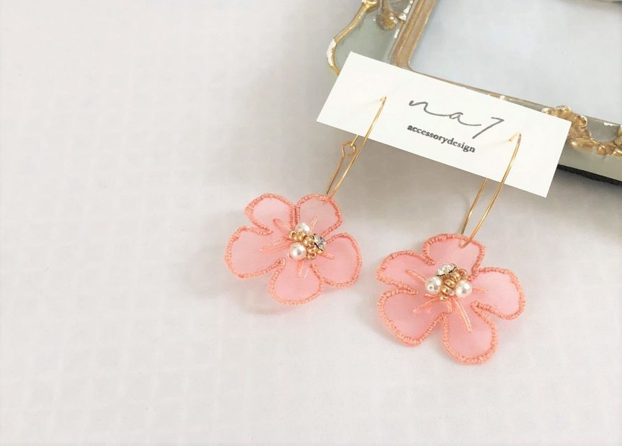 [SOLD OUT] オーガンジー刺繍 フラワーピアス [PINK]
