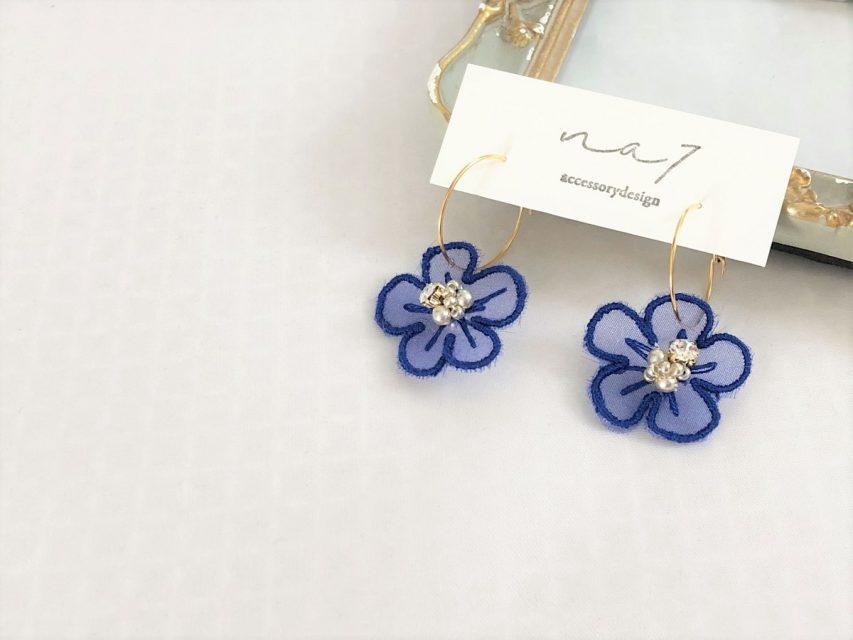 オーガンジー刺繍 フラワーピアス [BLUE]
