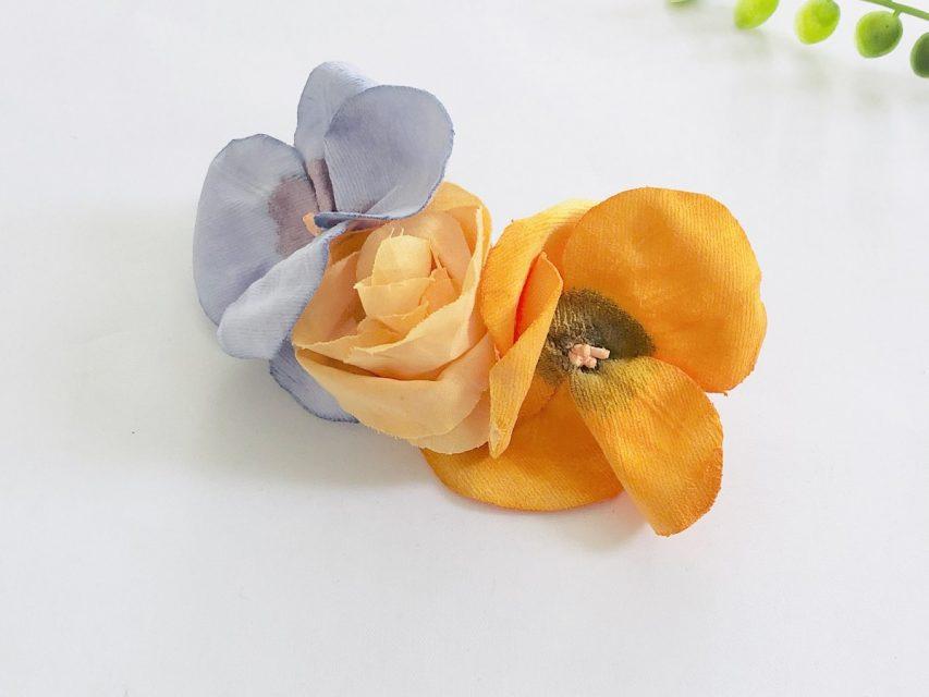 パンジーとオレンジ色のバラ バレッタ
